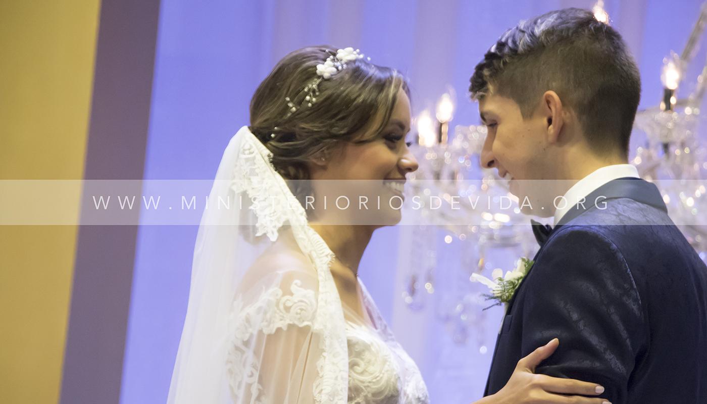 Ceremonia Cristiana De Pastor Miguel Esteban Y Valentina Arrázola
