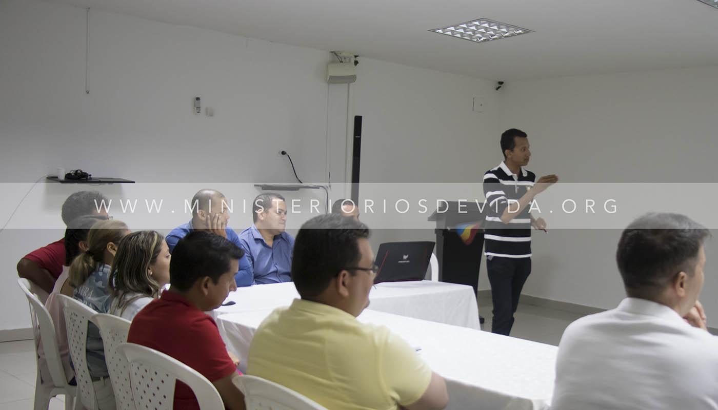 Reunión De Construcción Con Voluntarios