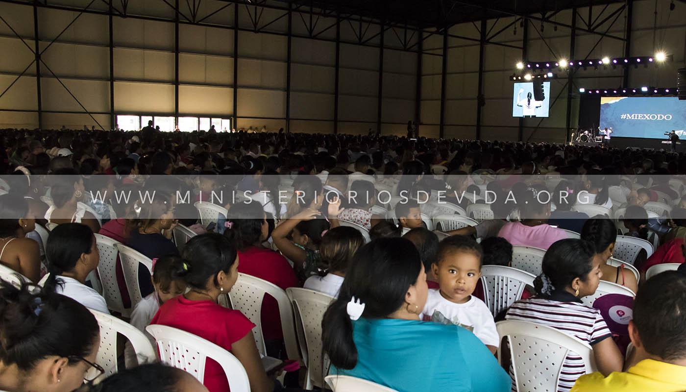Santa Cena En El Nuevo Templo