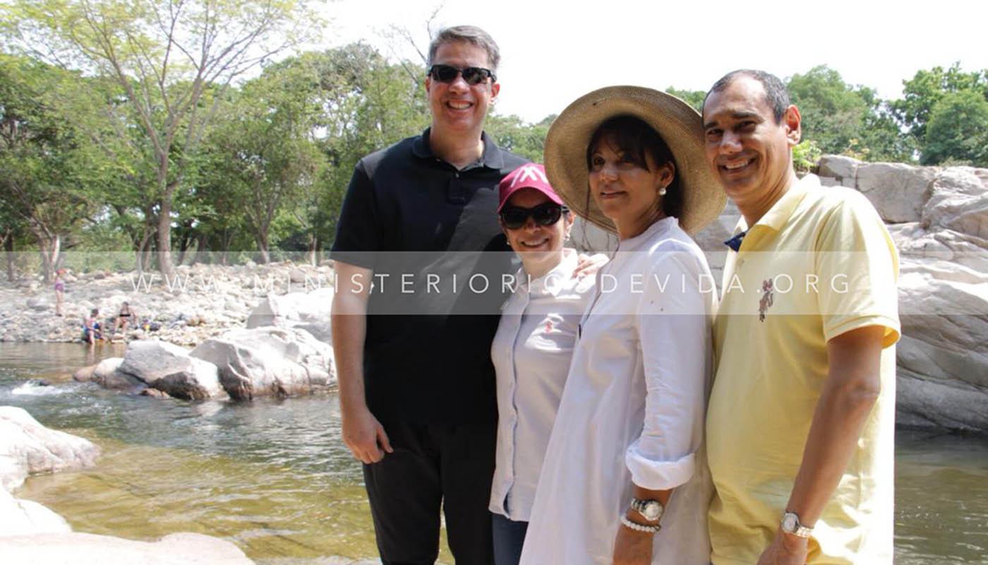 Visita De Los Pastores Miguel Y Ma. Paula Arrázola A La Iglesia Aposento Alto