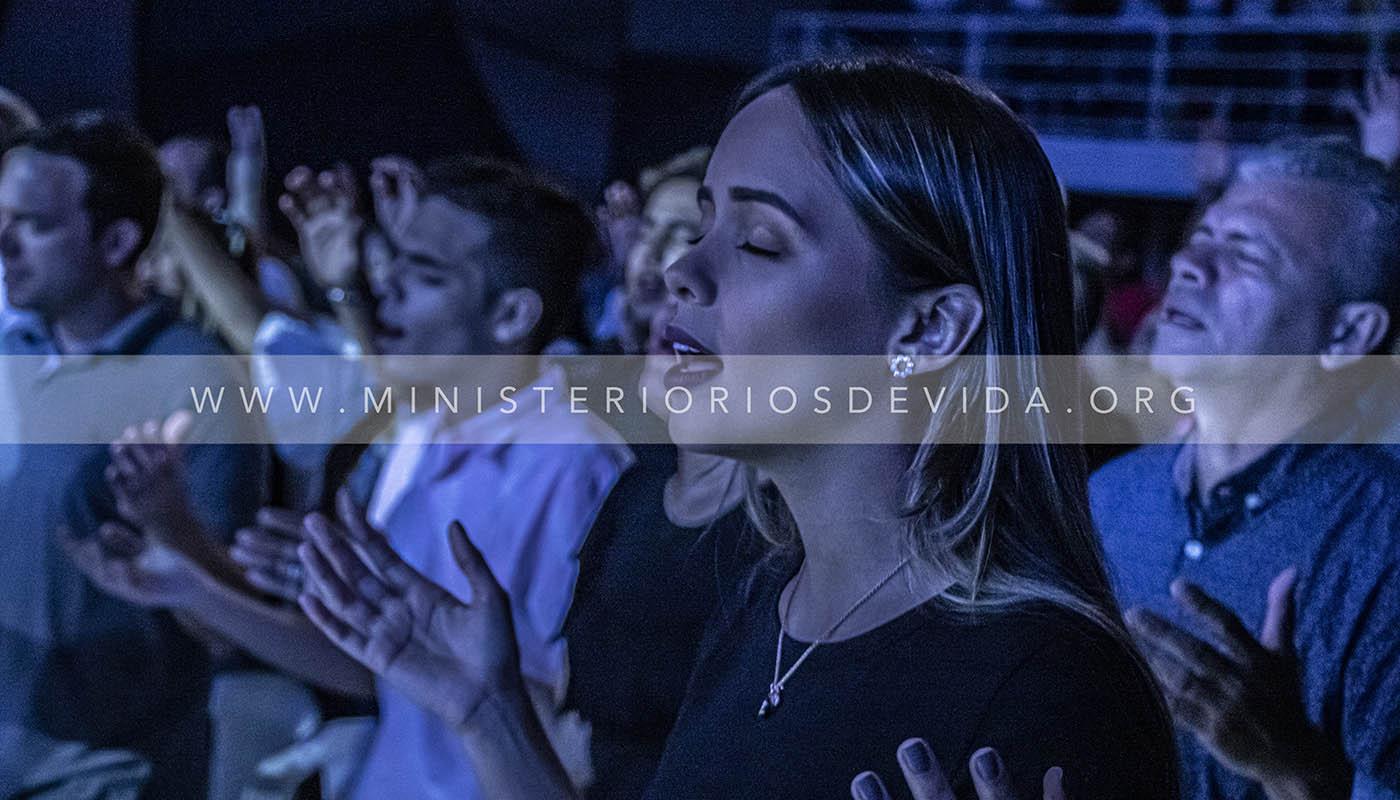¡Gran Noche De Testimonios! Esto Es Viernes De Milagros
